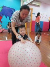 baby's carnival_rolling balls competition